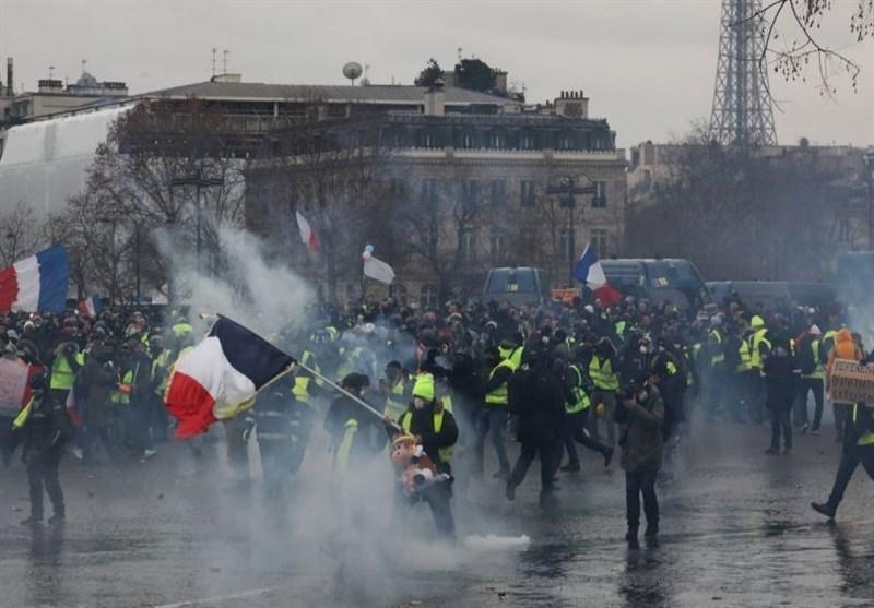 حمله پلیس فرانسه با گاز اشک آور به معترضان جلیقه زرد