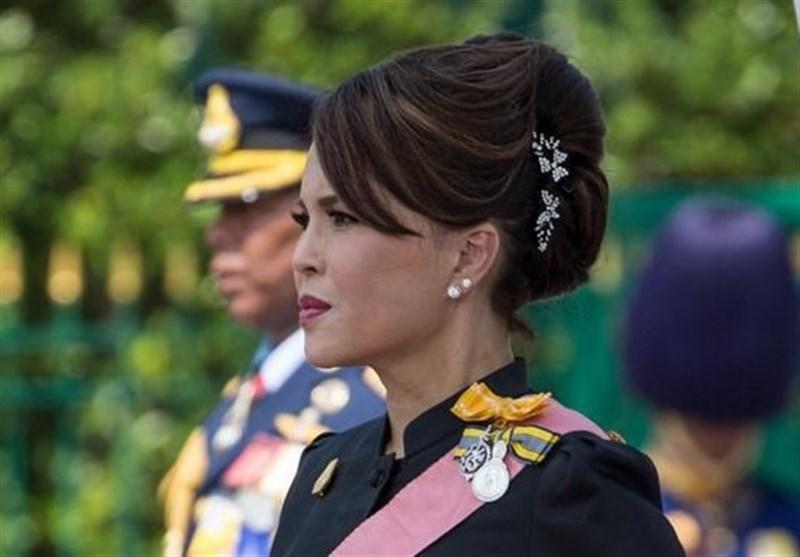 پادشاه تایلند مخالف نخست وزیری خواهر