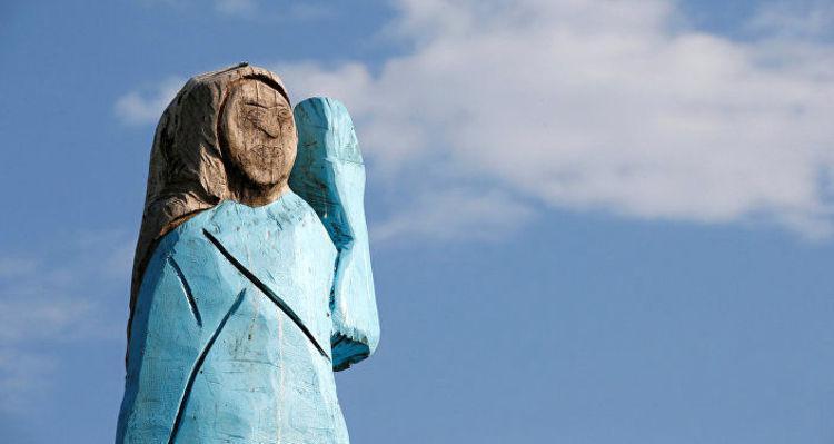 (عکس) سوزانده شدن مجسمه ملانیا ترامپ در اسلوونی