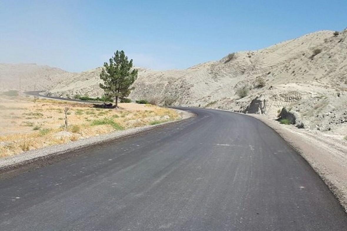 خبرنگاران 56 کیلومتر راه روستایی کردستان در قالب طرح ابرار آسفالت شد