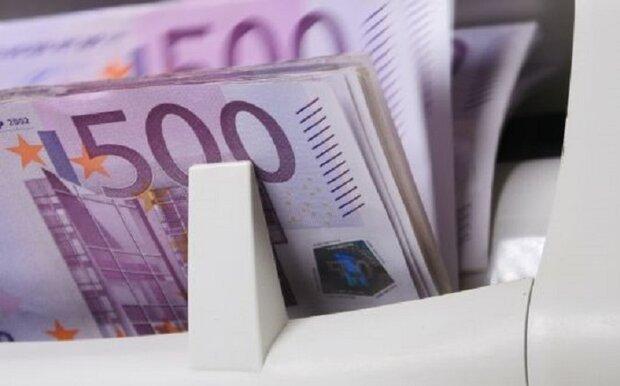 کارگر: منابع ارزی محدود است ، بانک مرکزی در تلاش برای تخصیص ارز نهاده هاست