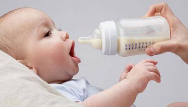 شیشه شیر مناسب نوزاد، پلاستیکی یا شیشه ای؟
