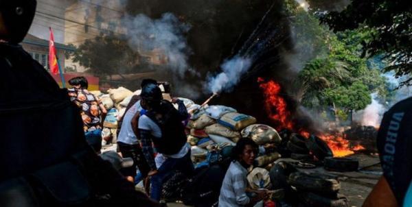 کشتار بیش از 100 نفر از معترضان توسط ارتش میانمار در یک روز خبرنگاران
